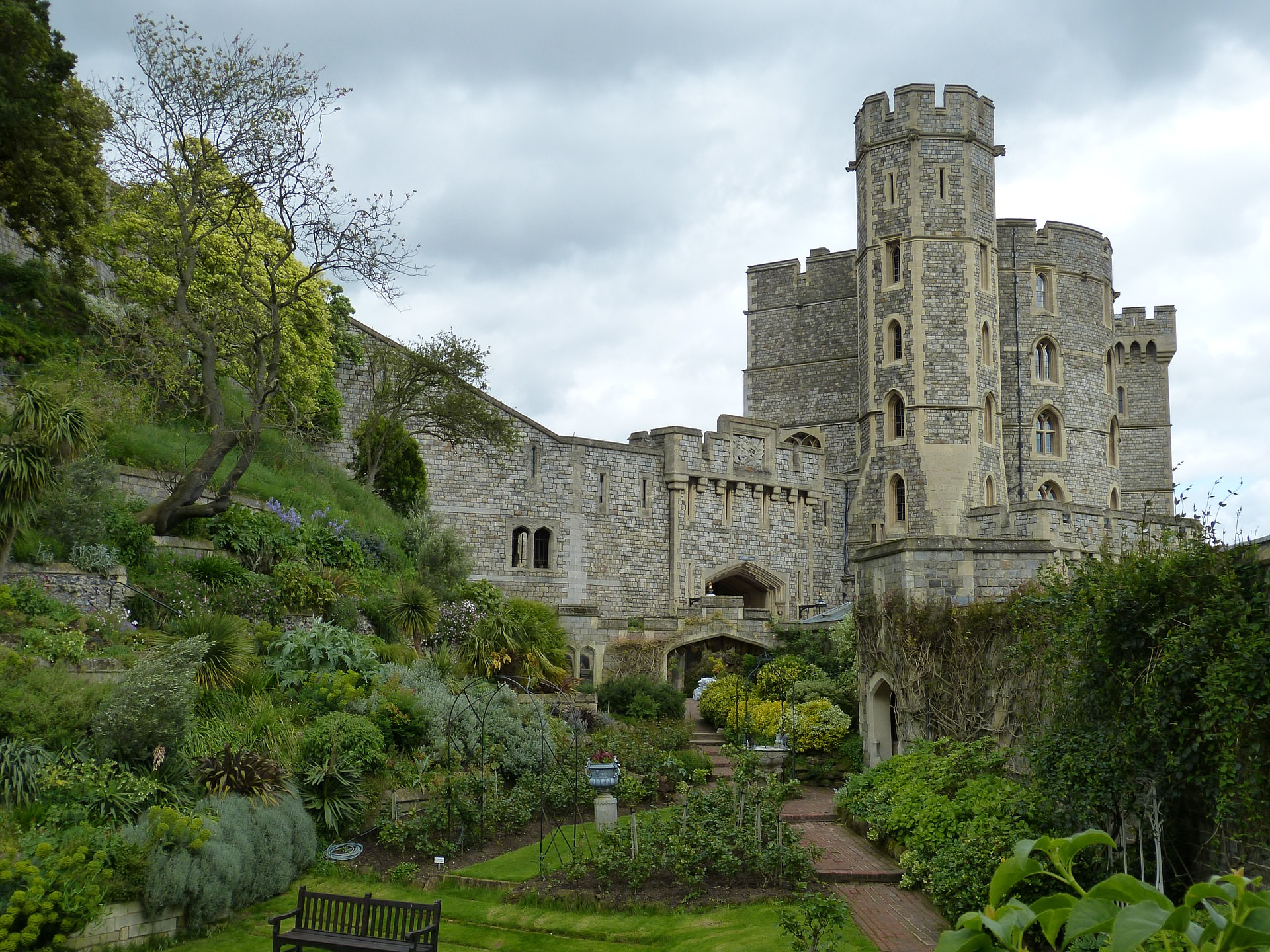 visit the top 10 amazing gardens in london before autumn