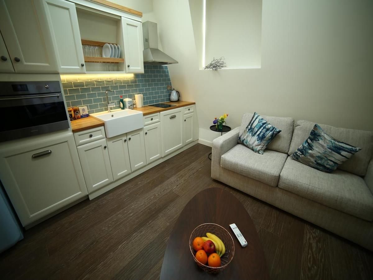 Kitchen & Lounge